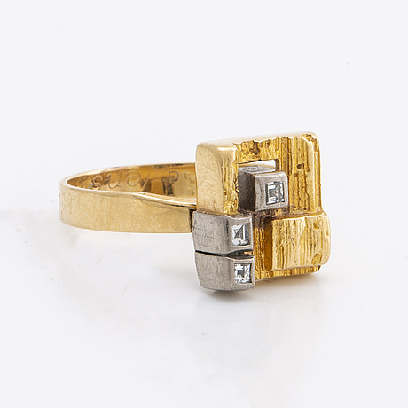 Lapponia ring 18k gold w 3 baguette-cut diamonds approx 0,10 ct in total.