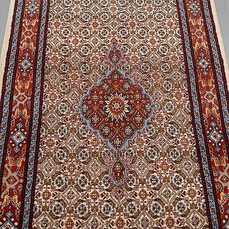 Gallerimatta, moud, ca 392 x 80 cm.