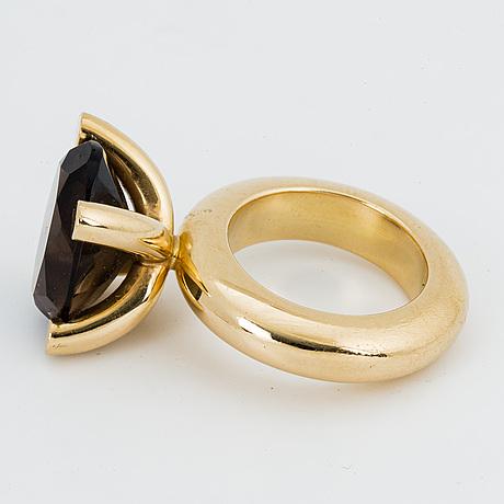 """Ring, 18k guld med fasettslipad rökkvarts, """"vanity"""", bengt hallberg, köping."""