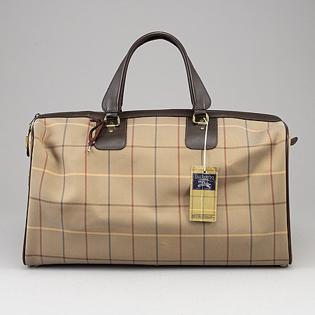 Burberry, a 'carry on' weekendbag.