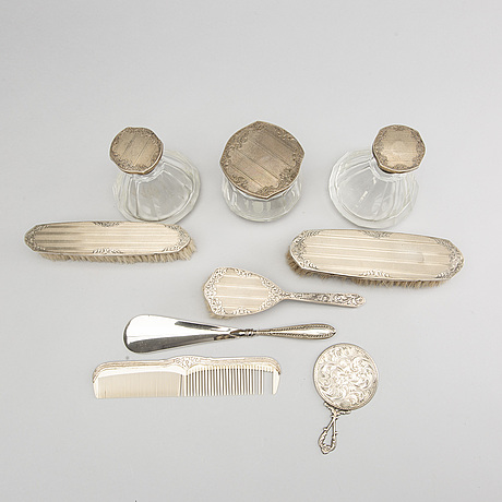 A set of nine silver toiletries, beginning of the 1900's.