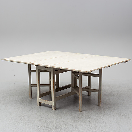 A painted gate-leg table, 19th century.