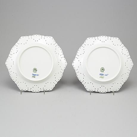 """Royal copenhagen, assietter ett par, porslin, """"musselmalet"""", modell 1094, danmark."""