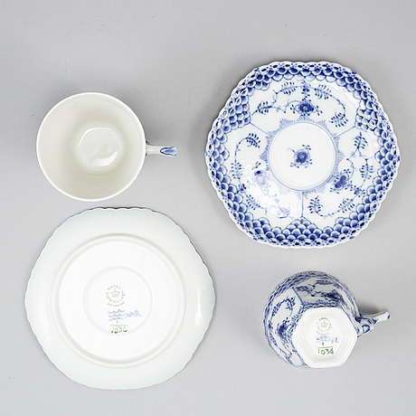 Royal copenhagen, 'musselmalet' porcelaine 18 pieces.