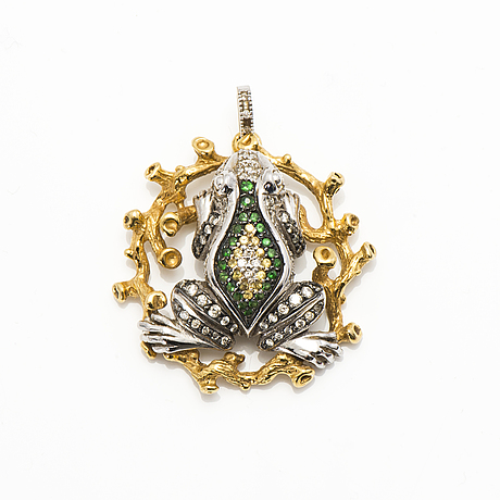 An 18k white and yellow gold pendant with brilliant cut diamonds ca. 0.87 ct in total, green garnets, yellow sapphires.