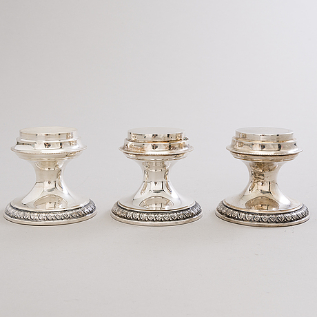 Four silver candleholders and a footed silver bowl, kultateollisuus oy, turku 1991 and gab, stockholm 1926.