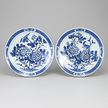 Two blue and white dishes, Qing dynasty, late 19th/early 20th century.