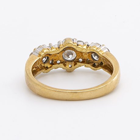 Ring 18k gold and whitegold brilliant-cut diamonds approx 0,70 ct in total.