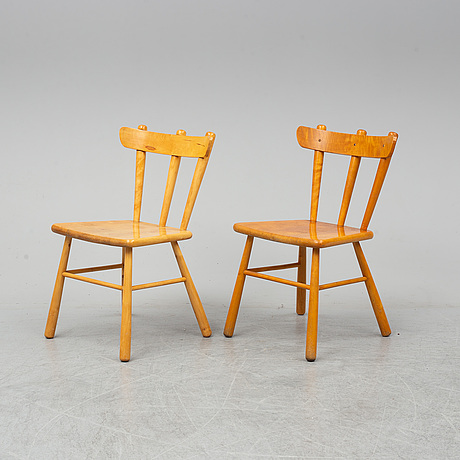 A scandinavian birch 9-piece dining suite, 1930's/40's.