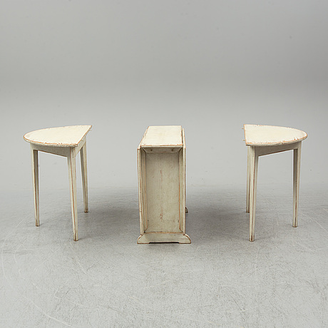 A three piece dining table, first half of the 19th century.