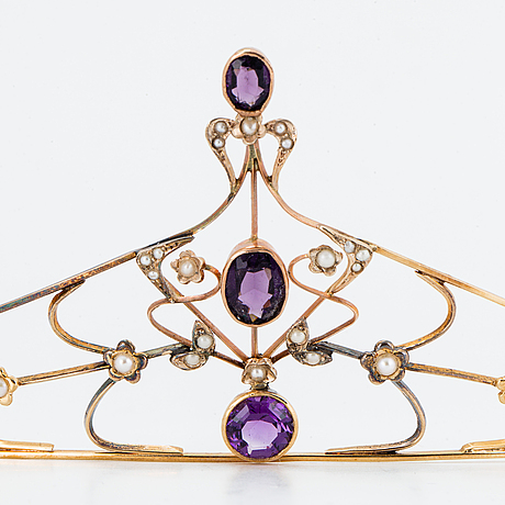 18k gold tiara.