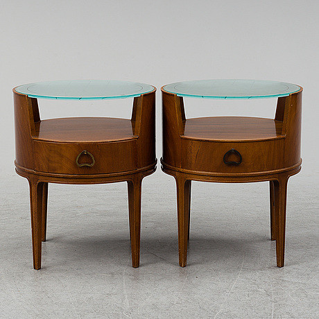 A chest of drawers, a mirror, a pair of bedside tables and a pair of chairs, swedish modern, bodafors, probably 1940s.