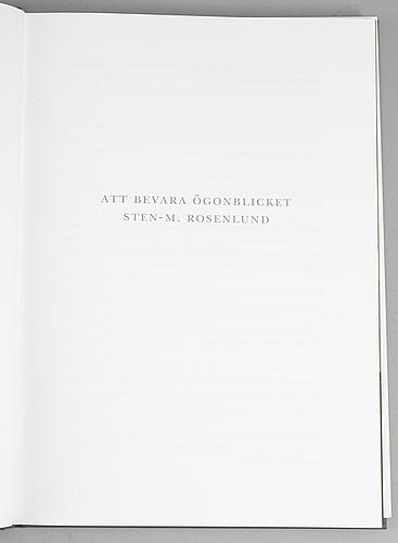 "Sten-m rosenlund, ""att bevara Ögonblicket"" with a signed photograph by jasper johns and signed sten-m rosenlund verso."