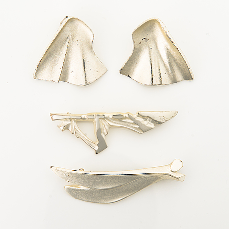 A peir of sterling silver earrings and two sterling silver brooches. lapponia 1990-1995.