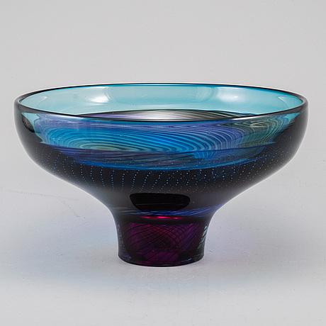 GÖran wÄrff, a glass bowl from kosta boda, signed, edition 4/25.