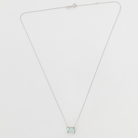 An emerald-cut aquamarine necklace.