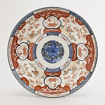A porcelain bowl in Imari colours, Japan, Meiji (1868-1912).