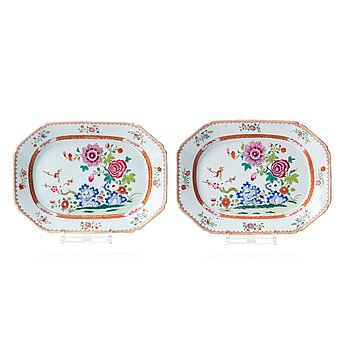 714. A pair of famille rose dishes, Qing dynasty, Qianlong (1736-95).