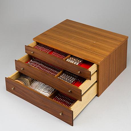 Bestickschatull, med bestickservis 124 delar, nysilver, storbritannien.