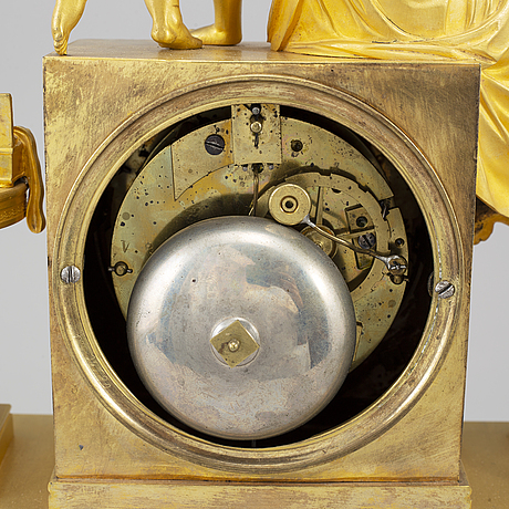 A french empire pendulum clock, early 19th century.