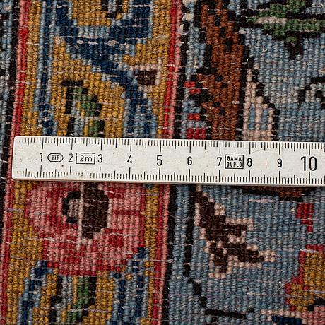 A rug, semi-antique sarouk, ca 238 x 165 cm.
