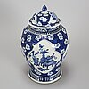 A large blue and white vase with cover, qing dynasty, late 19th century.