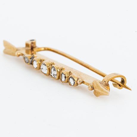 18k gold and rose-cut diamond arrow brooch.