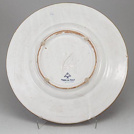 An italian faience dish, 20th century.