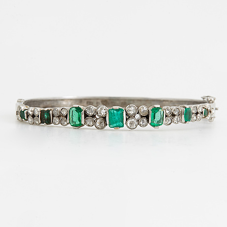 18k white gold, emerald and rose-cut diamond bangle.