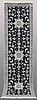 Gallerimatta, nain part silk, ca 294 x 78 cm.