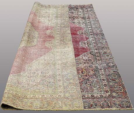 A carpet, oriental, ca 332 x 220 cm.