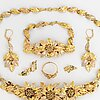 Necklace, a pair of earrings, ring, bracelet, 18k gold in three colours.