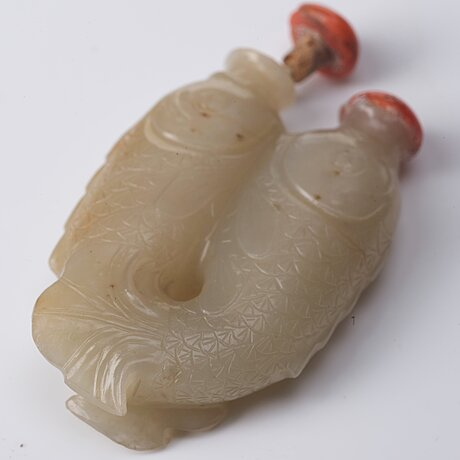 A nephrite double fish snuff bottle with stoppers, qing dynasty (1664-1912).