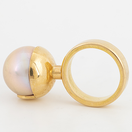 18k gold and large pink japanese freshwater pearl ring.