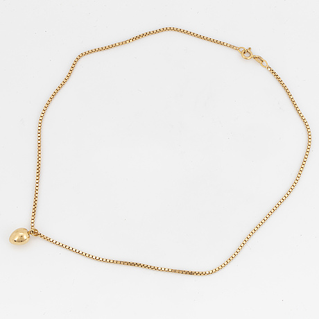 An 18k gold pendant and chain.