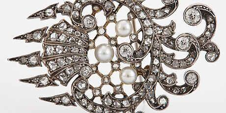 An 18k gold and silver brooch set with old- and rose-cut diamonds.