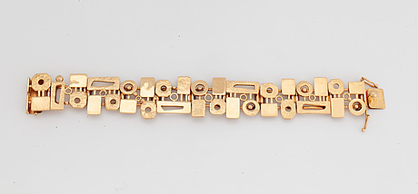 A swedish 18 ct gold bracelet design robbert, trosa, 1972.