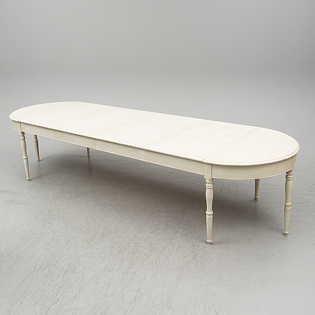 A dining tablel, second half of the 19th century.