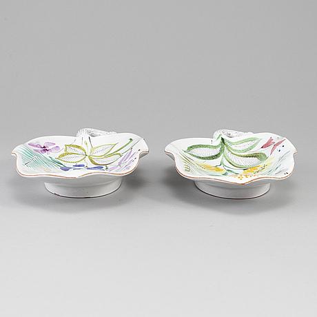 Stig lindberg, two eartheware dishes from gustavsberg studio.