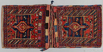 A semi-antique Hamadan Saddlebag, ca 133,5 x 57 cm.