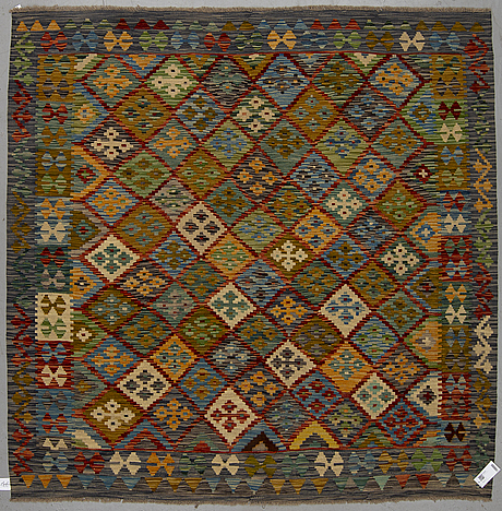 A kilim rug, ca 199 x 201 cm.