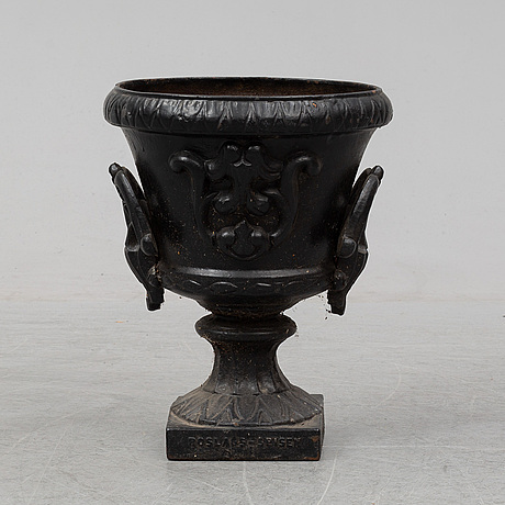 A cast iron plant pot, roslags-spisen, norrtälje, 1989.