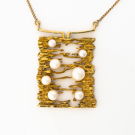 A 14k gold necklace with pearls. nevanranta seppo, helsinki 1968.