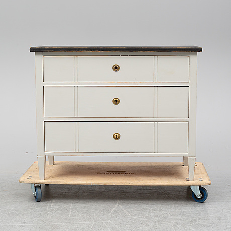 A painted gustavian style chest of drawers, early 20th century.