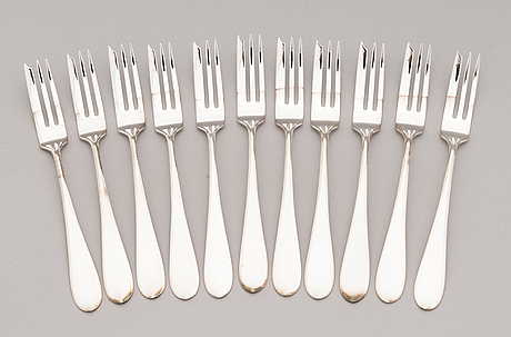Silver cutlery, totally 70 pieces of two different series. suomen kultaseppä oy/ kultateollisuus oy, turku 1911-1973.