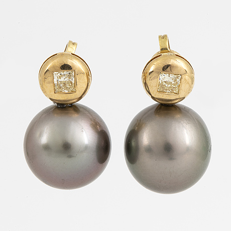Earrings, with cultured tahiti pearl and yellow brilliant-cut diamonds.