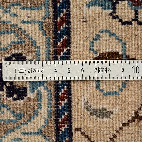 Matta, nain, part silk, ca 335 x 240 cm.