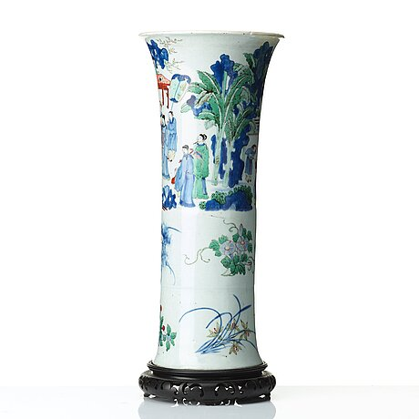 A transitional wucai vase, 17th century.