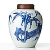 A blue and white transitional jar, 17th century.