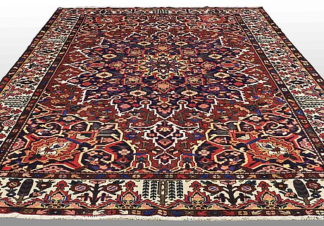 A carpet, old baktiari, ca 393 x 292 cm.